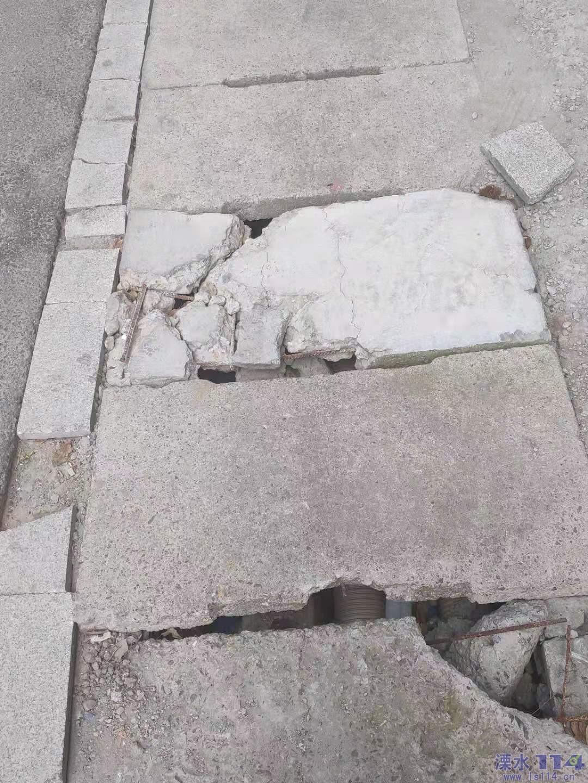 水泥盖板损坏严重。