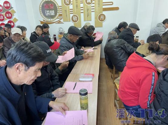 洪蓝社区党支部召开社区党组织换届选举党员、群众代表...