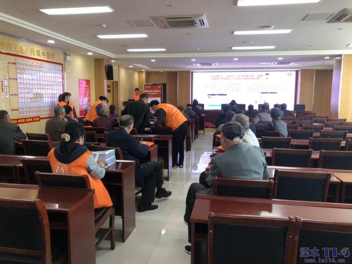 「秦淮社区」免费学习智能手机  乐享老年智慧生活