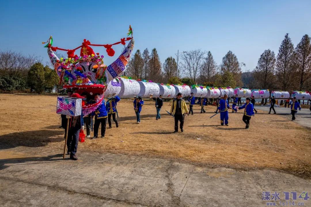 五月,回忆起春日里熠熠生辉的多彩民俗。